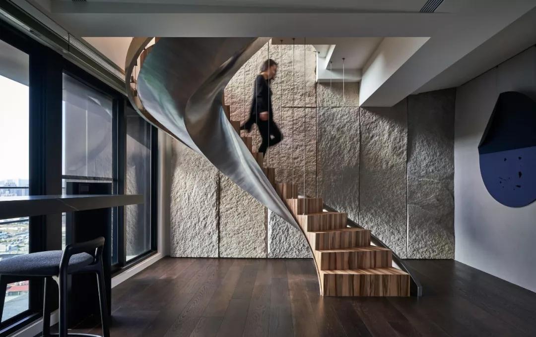 来源于瀑布的楼梯设计灵感,自然与人